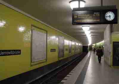 Berlin_-_U-Bahnhof_Jannowitzbrücke_-_Linie_U8_(6323553093)